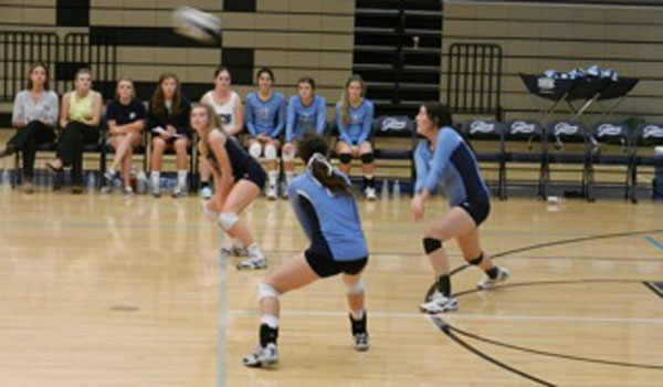 Blue Gator Varsity Volleyball Keeps the Faith