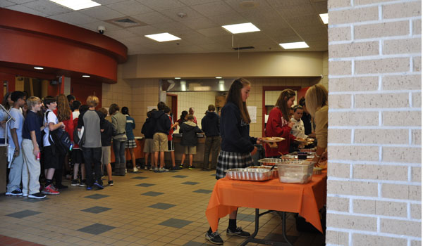 Students Gather for Thanksgiving Feast